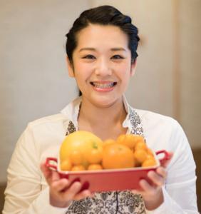 「日本食育防災士」育成プログラムを運営する「日本食育HEDカレッジ」HPより。上写真は研修を受ける田子丸さん、下写真が中村詩織さん