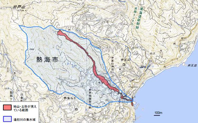 7月3日午前、静岡県熱海市の伊豆山(いずさん)地区で大規模な土砂崩れが発生し、約130軒の住宅や車が土砂に流され、土石流は相模湾にまで達した。7月14日現在、11人の死亡が確認され、17人の安否が分かっていない。上画像は、国土地理院地図より、熱海市伊豆山地区における「梅雨前線に伴う大雨による崩壊地等分布図(第3報)」(集水域あり)より。国土地理院が2021年7月6日に撮影した空中写真から、地山・土砂が見えている部分を判読したもの(崩壊地の位置を把握するための資料で、人家等に被害のない箇所もプロットしたもの)
